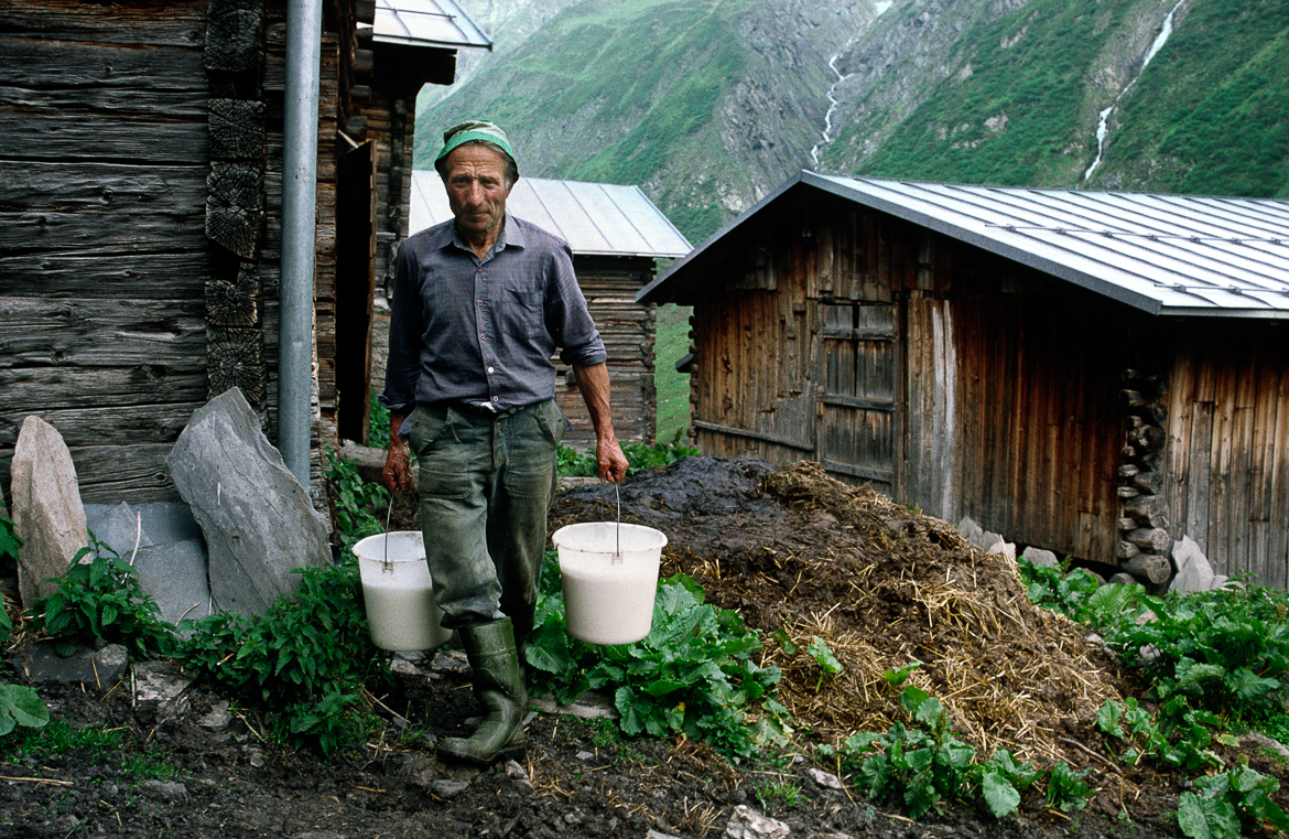 Father with MilkBuckets(Bab cun HontasLatg)1993